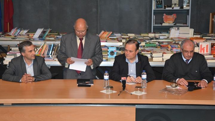 João Dias da Silva na sessão do STAAEZN, em Oliveira de Azeméis. Todos educam dentro da escola