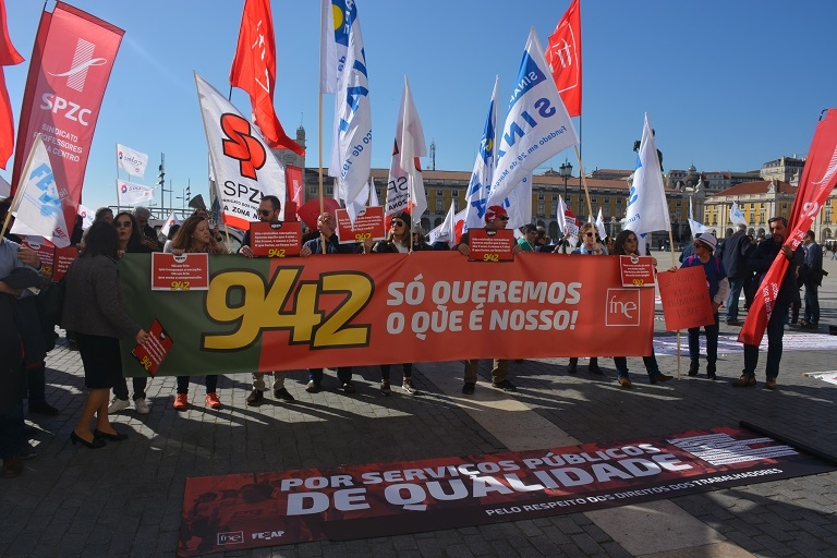 Trabalhadores da Administração Pública em concentração junto ao Ministério das Finanças