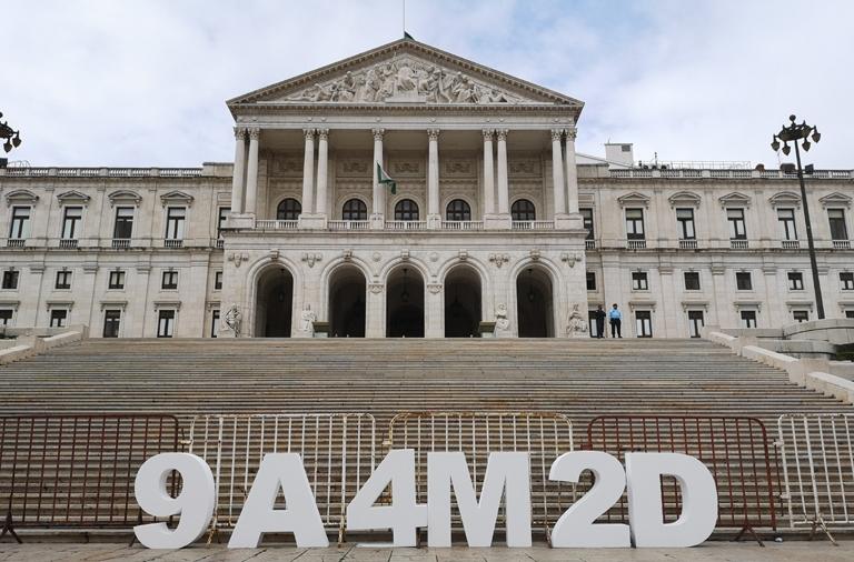 Governo desconsidera Assembleia da República, não cumpre a lei da negociação  e desvaloriza trabalho dos docentes portugueses