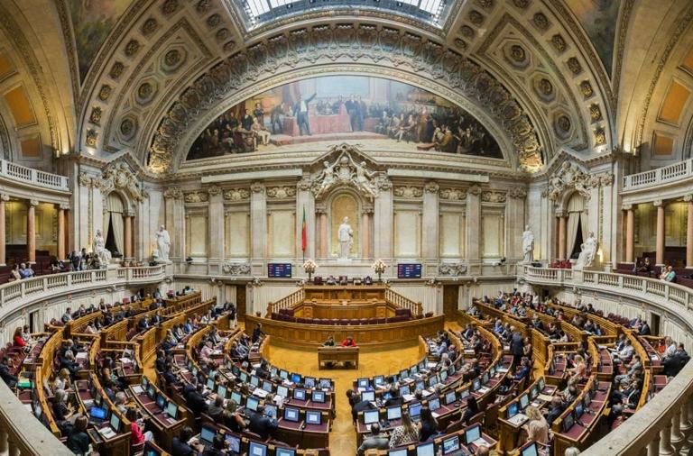 FNE na Assembleia da República para assistir às votações do texto final sobre o tempo de serviço congelado