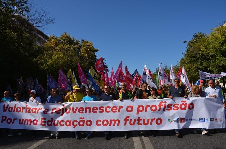 Professores celebram o seu Dia Mundial com desfile em Lisboa