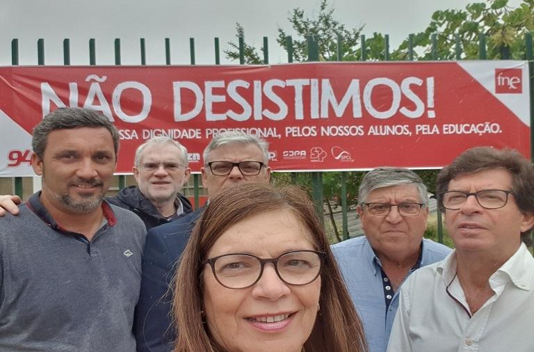 Campanha de afirmação da exigência do reconhecimento do trabalho dos docentes portugueses lançada esta manhã em escolas de todo o país